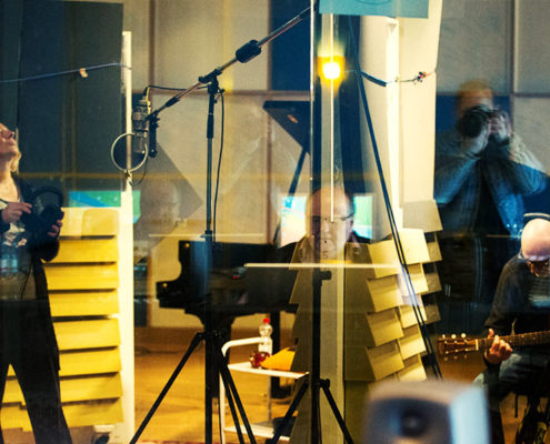 Liz & Taylor Im Studio
